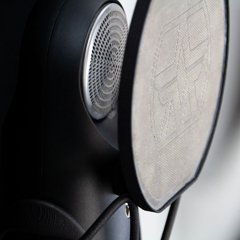 Unique magnetic pop filter included